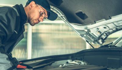 Mercedes Mechanic Checking MAF Sensor Issue